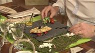 Voir la recette : Fine tarte de chèvre aux légumes sur lit de poivrons marinés accompagnée d'un mesclun de salade arrosée de vinaigre balsamique et pignons de pin