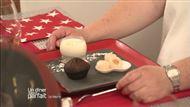 Voir la recette : Panacotta à la banane avec un roulé au chocolat et litchi
