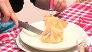 Voir la recette : Aumônière à l'andouille de Vire, pommes, camembert et feuilles de brick, crème, cidre et calvados