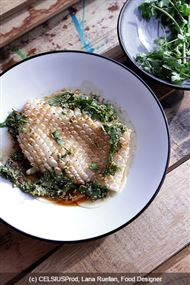 Voir la recette: Calamar, vinaigrette soja et radis crus